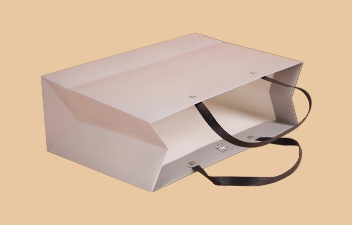 服装纸袋白卡纸袋_曲光包装